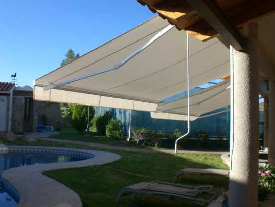 Mundotoldo toldos p rgolas carpas cerramientos stores for Toldos para techos
